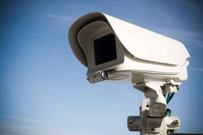 2048x1536-fit_camera-de-video-surveillance-sur-un-echangeur-d-autoroute-14-11-11-baziege