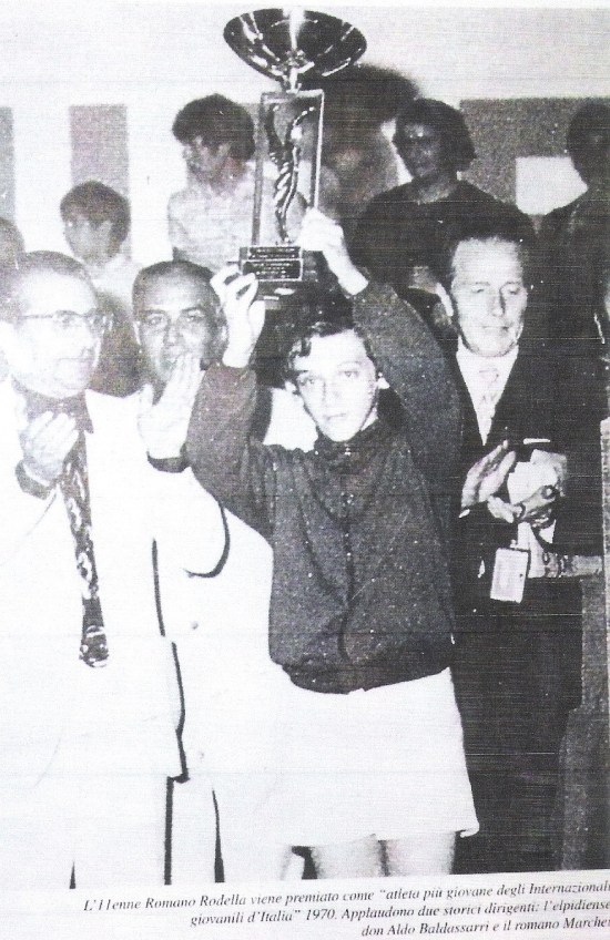 1970 premiazione atleta più giovane agli internazionali giovanili dItalia