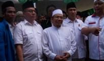 pasangan nasa didampingi pengurus NW dan ketua DPD Perindo