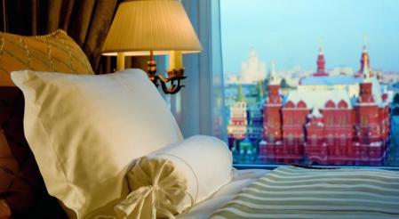 Vista de um dos quartos do Ritz-Carlton Hotel, Moscow.