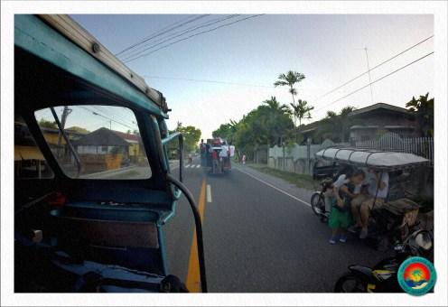 Jeepneys und Tricycles fahren beinahe minütlich von Dumaguete nach Dauin