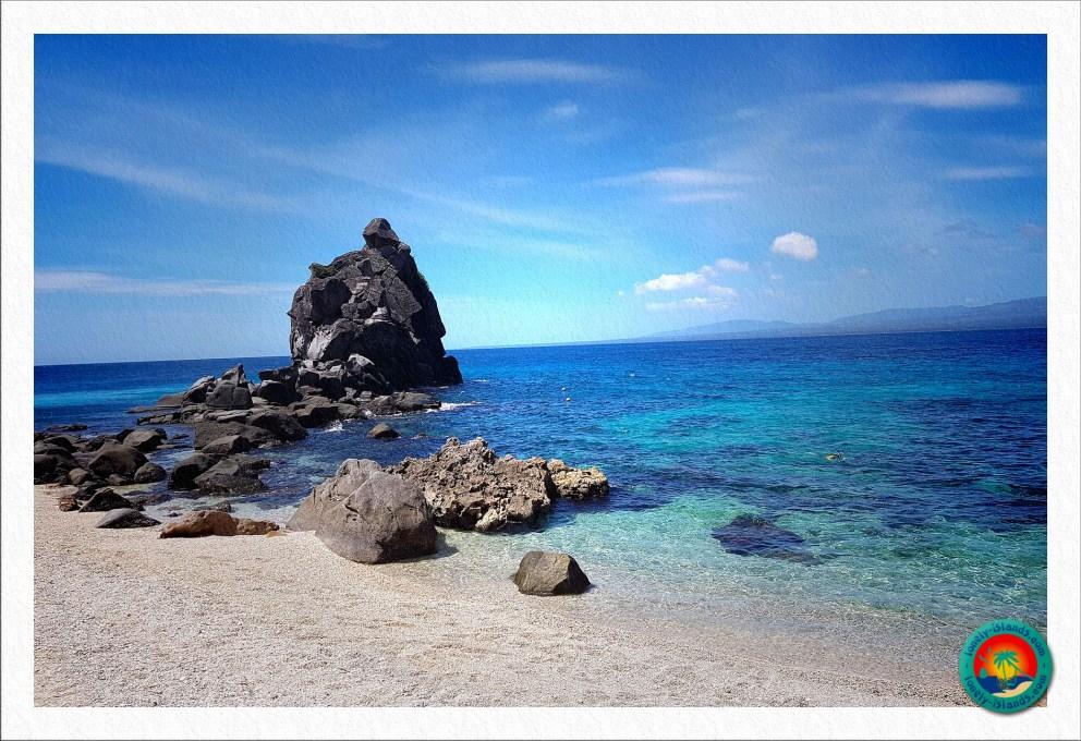 Felsen am Traumstrand auf Apo Island