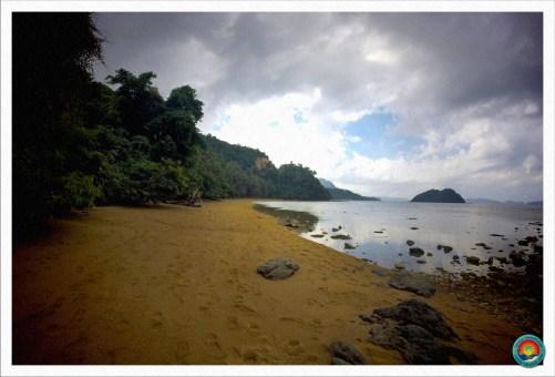 Strand auf dem Weg zum Marimegmeg Beach