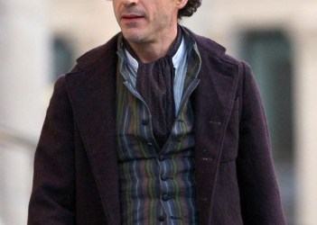 First Look at Downey as Holmes