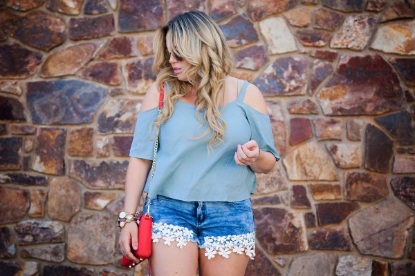 american threads, ootd, american threads top, cold shoulder, cold shoulder top, blue, blue shirt, fashion, fashion blogger, style, style blogger, floral shorts, summer fashion, summer style, denim shorts, jean shorts