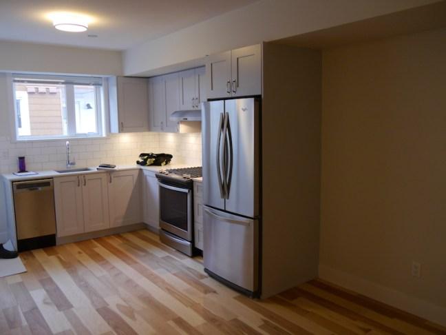 L69-010616-205-floor-kitchen