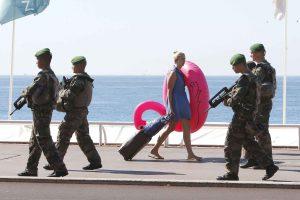 2048x1536-fit_six-jours-apres-attentat-meurtrier-soldats-patrouillent-promenade-anglais-nice-alpes-maritimes