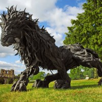 Korean Artist Molds Mythical Beasts using Old Tires