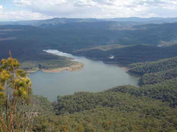 View over Coxs River & Lake Burragorang from McMahons Lookout - Kings Tableland