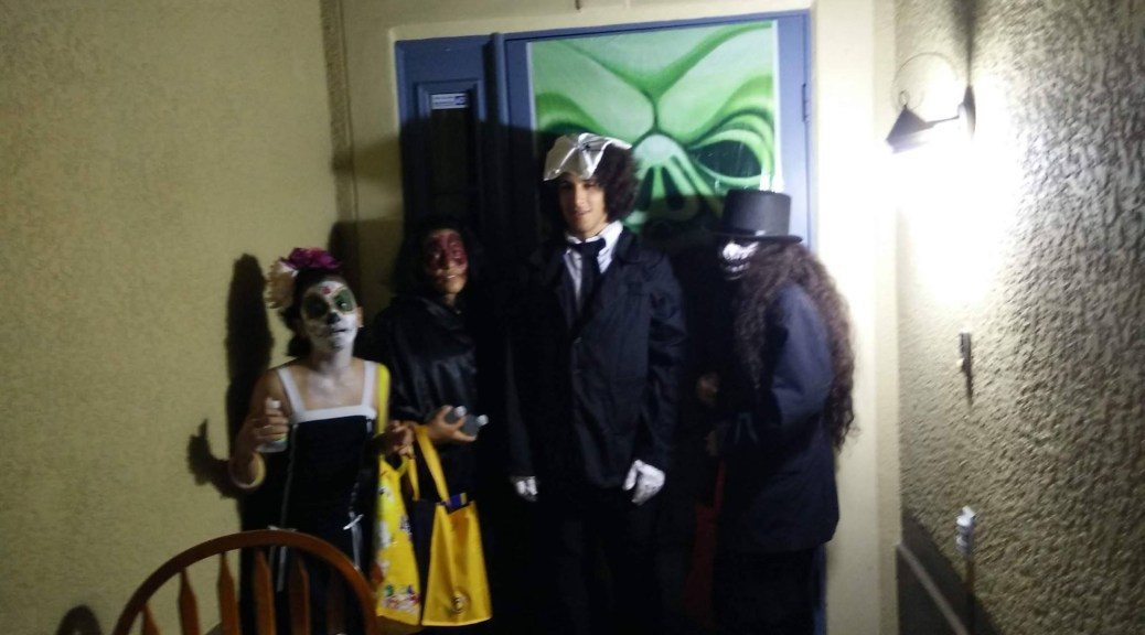 kids-in-costume-20151031