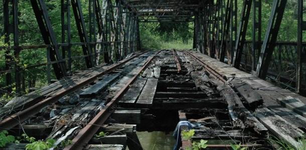 broken-wooden-bridge-pittsburgh-16175