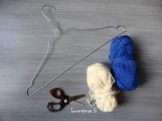 ceintre métal, laine et ciseaux à bouts ronds