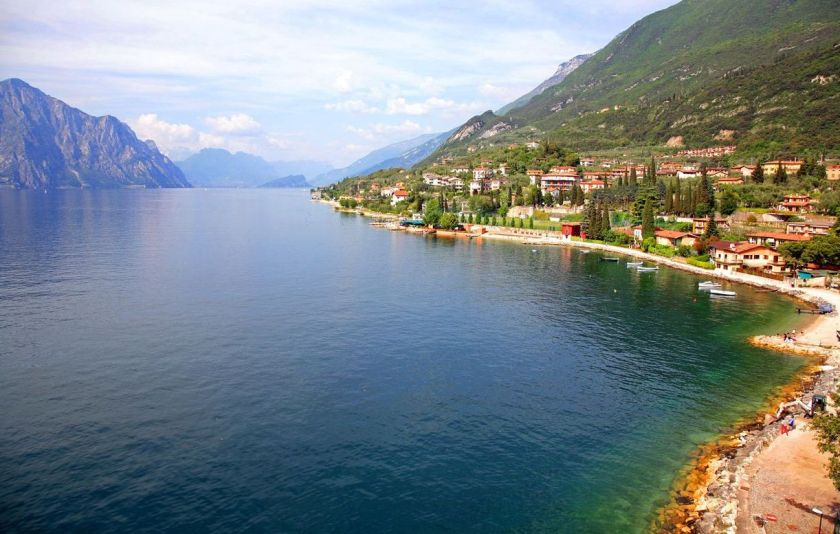 credits. Garda lake by Ieni Kovleva/can stock photo
