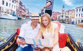 Venecija by Anna Omelchenko travel couple by can stock photos