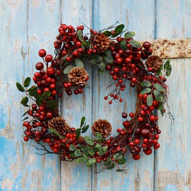 15 Christmas Wreath Ideas - Berry and Pine Wreath