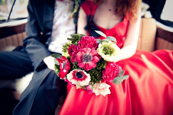 red wedding dress, red weddinb bouquet