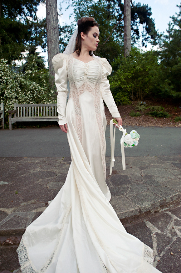 Gingermegs Vintage ~ A New Beautiful Offering in Vintage Bridal Wear... (Weddings )