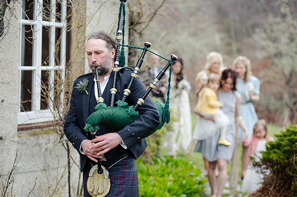 Scottish Highlands Wedding // Inshriach House // 1960s Edwardian Whimsical Wedding // Photography by Helen Abraham