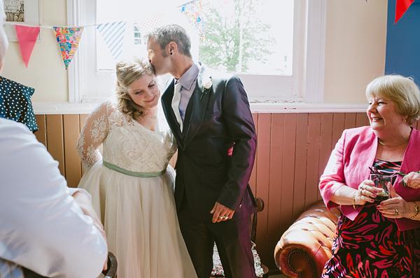 A Fabulous And Sunny Great British Seaside Wedding (Weddings )