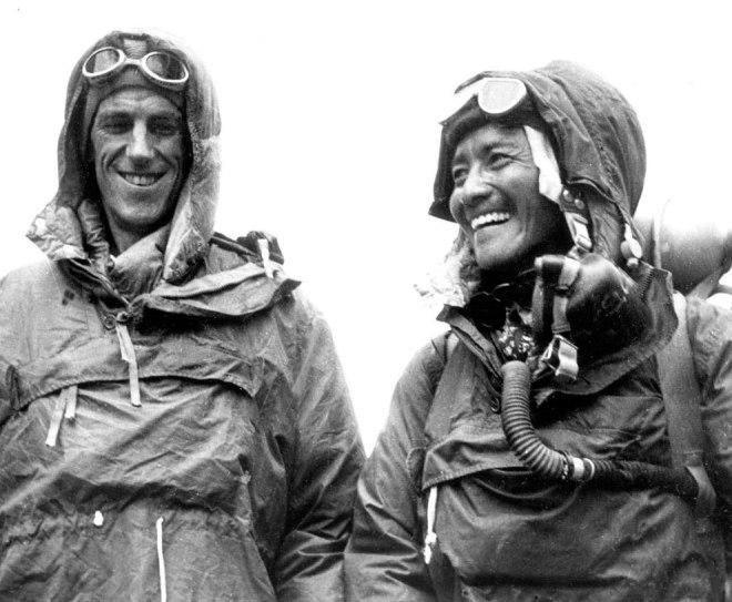 Еще одна фотография первых людей, взошедших на Эверест в 1953 году