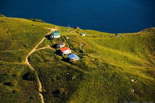 Домики морской экспедиционной станции на полуострове Шульца.