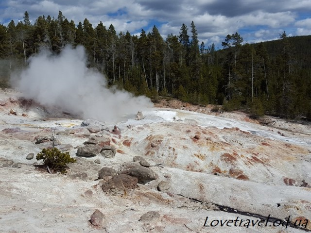 norris-geyser-basin-13