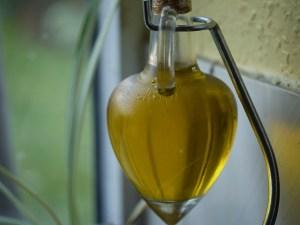 Cooking oil to stop door squeaks. Photo Credit: Flickr; https://www.flickr.com/photos/10413717@N08/6825479819