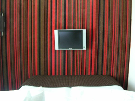 Amsterdam Ramada Hotel TV over bed