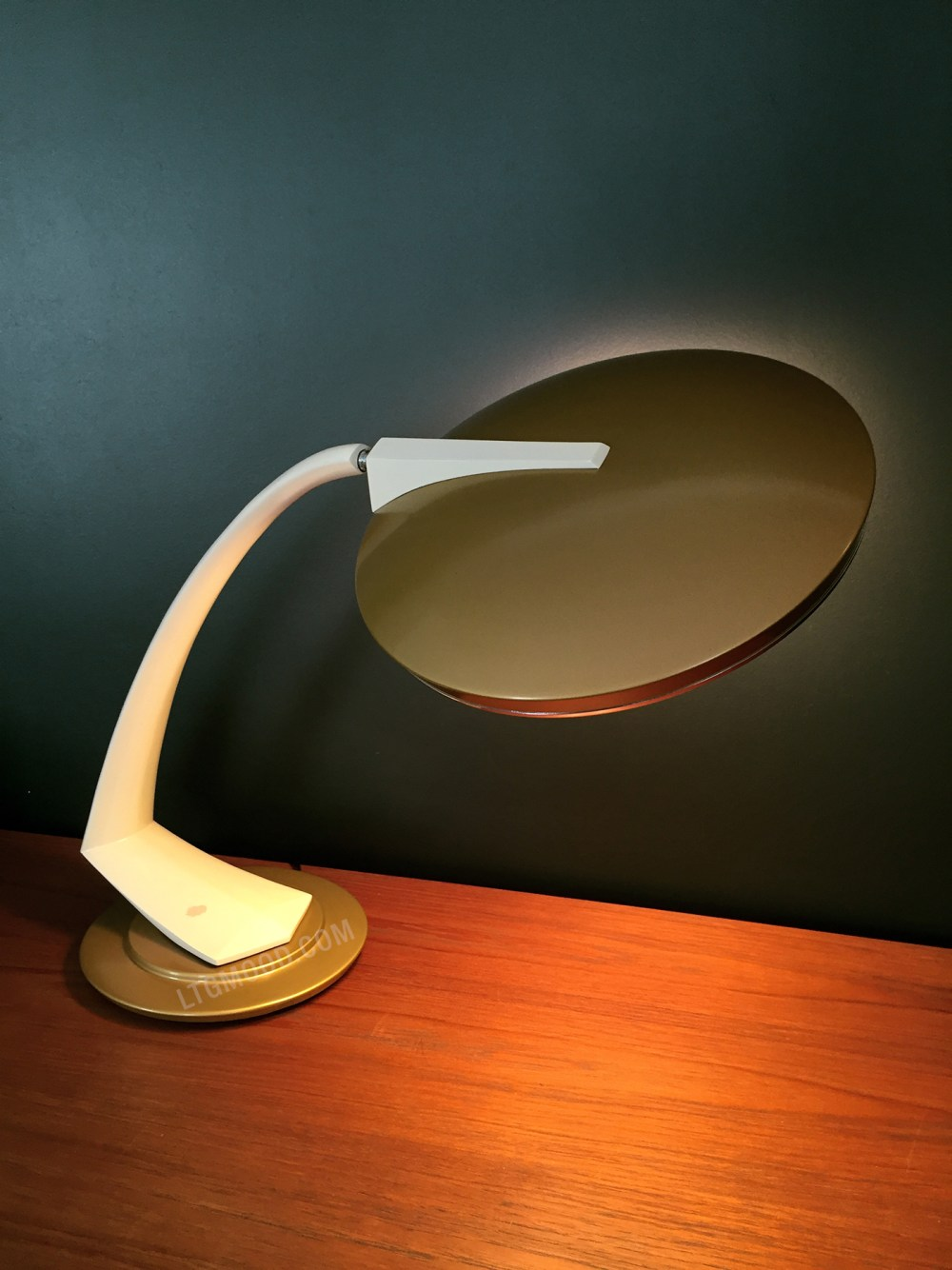lampe fase boomerang en vente chez ltgmood.com galerie de luminaires vintage paris