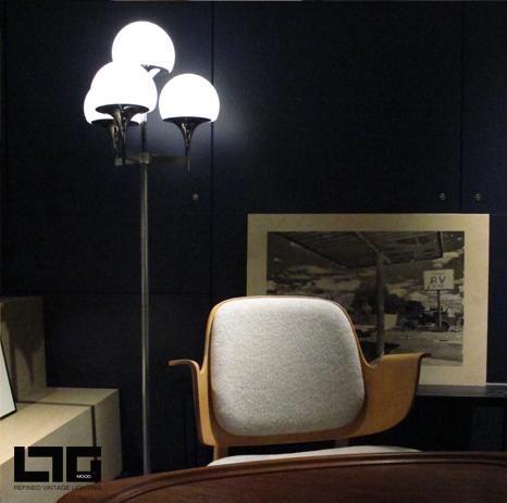 ltgmood luminaires vintage est au printemps de l'homme et présente un lampadaire de Gaetano Sciolari