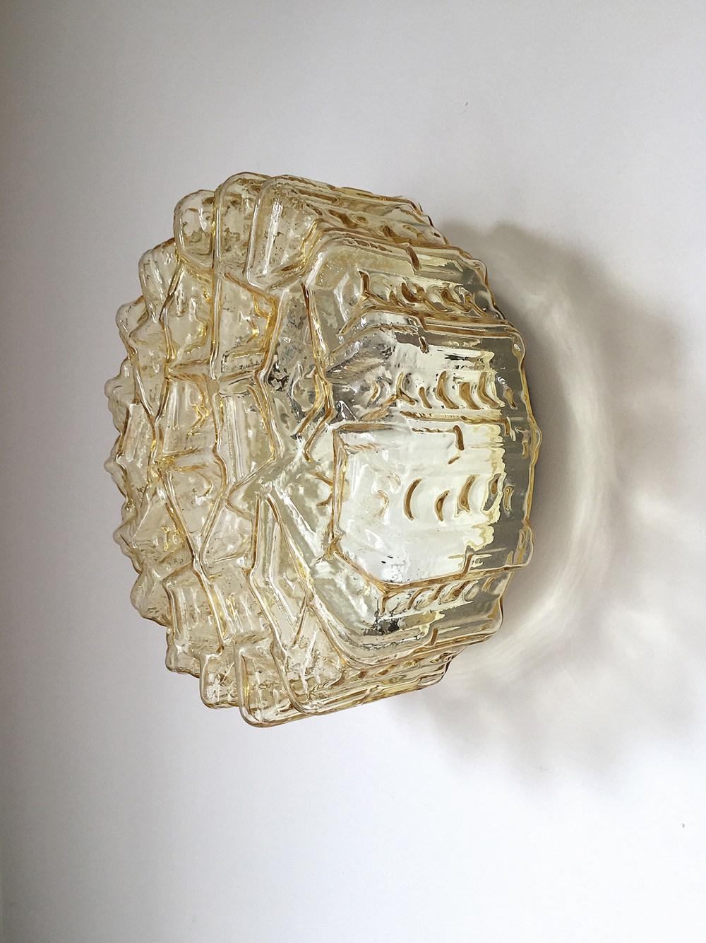 paire d'appliques vintage en verre structuré ocre 1970 chez ltgmood.com