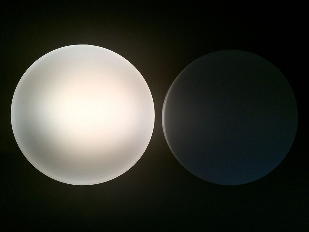 Plafonnier, applique duo Glashütte Limburg vintage en opaline blanche1960. Un éditeur de référence du design allemand. En vente chez ltgmood galerie de luminaires vintage à Paris