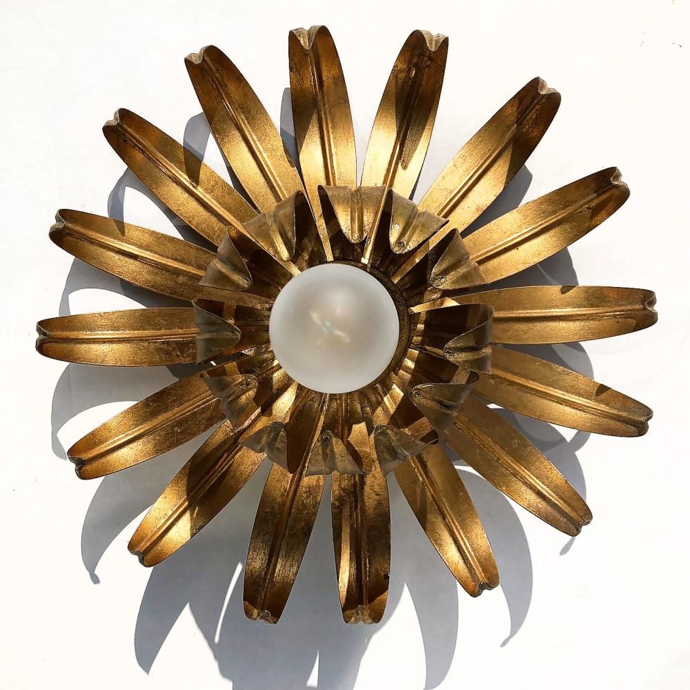 Applique florale, lampe fleur en laiton, Hans Kögl 1970. En vente sur ltgmood.com