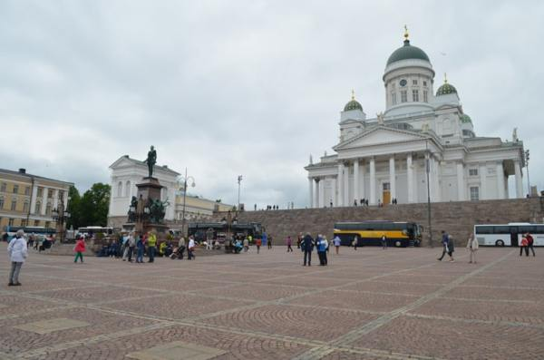 19-Helsinki_senate-square_patti-morrow_luggageandlipstick.com_0085