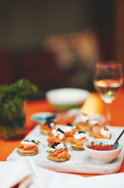 Wholemeal smoked salmon blinis with horseradish cream