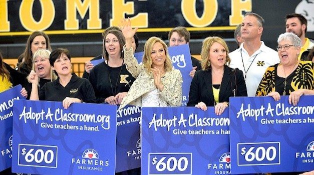 Sheryl Crow Pays for Teachers' Expenses in Her Hometown High School