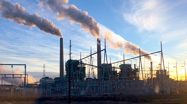 Coal Power Plant Emissions Could be Cut in Half With New Hybrid Technology