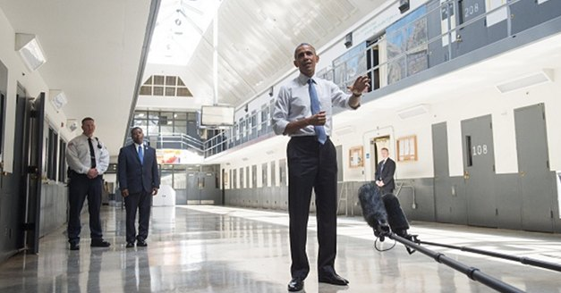 Obama Shortens Sentences For 102 Prisoners Serving For Nonviolent Crimes