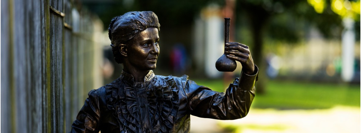 marie-curie-scientist-living-statue