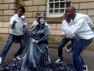Living Statue at Edinburgh-funny