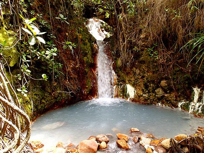 Boling Lake in Dominica - hot Srings