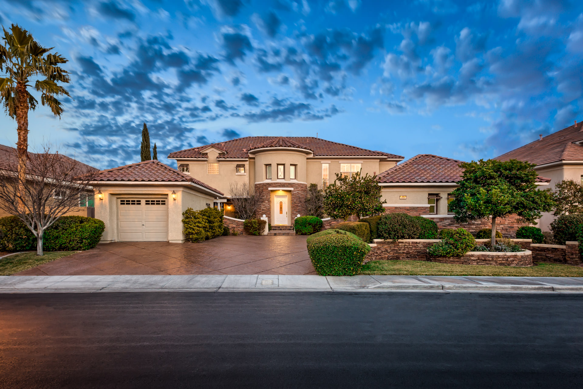 Million dollar homes in las vegas for sale up to 1m for Luxury home descriptions