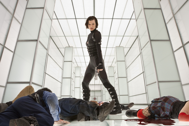 alice-fights-zombies-in-resident-evil-retribution