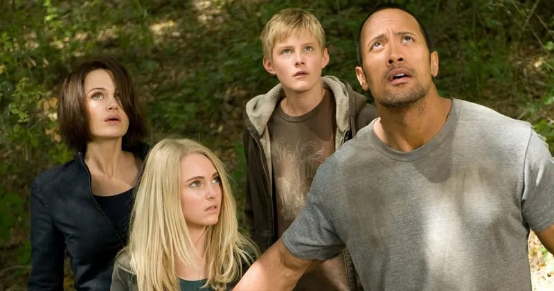 race-to-witch-mountain-stars-carla-gugino-annasophia-robb-dwayne-johnson-and-alexander-ludwig