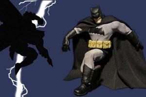 Mezco Dark Knight Returns Batman figure crouching