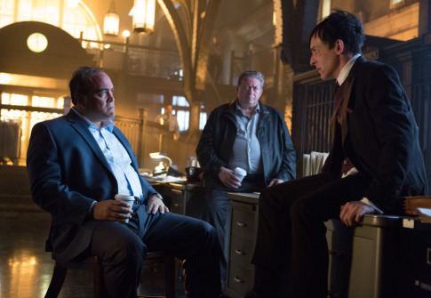 gotham-what-the-little-bird-told-him-maroni-and-penguin