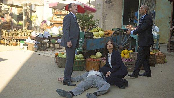 Agents of SHIELD - Melinda - May and Coulson near body