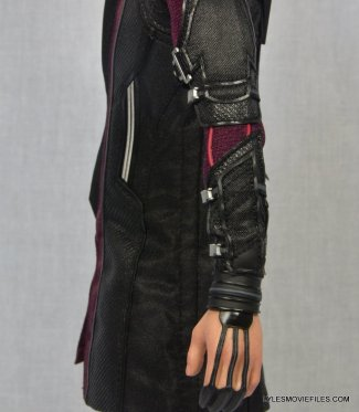 Hawkeye Hot Toys Avengers Age of Ultron - left side close up detail