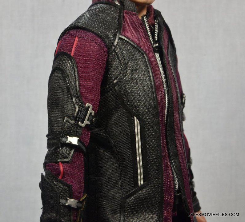Hawkeye Hot Toys Avengers Age of Ultron - right side close up