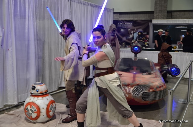 Awesome Con 2016 - BB-8, Luke Skywalker and Rey at Star Wars display-min